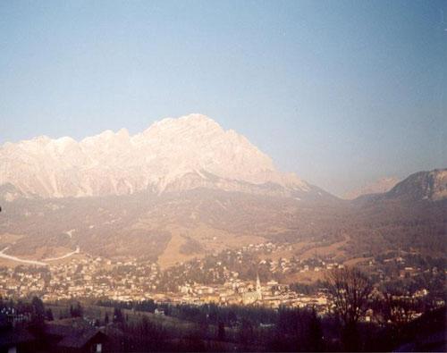 Cortina.jpg (57945 byte)